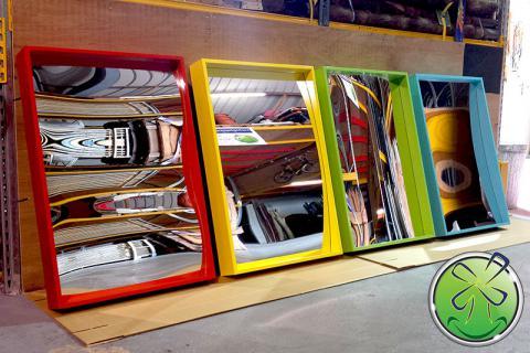 Smiley-Spiegel mit fröhlichem Rahmen! Geeignet für den Außenbereich.